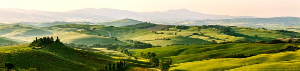 Piękne i cudowne kolory wiosna zielony panorama zajmujących