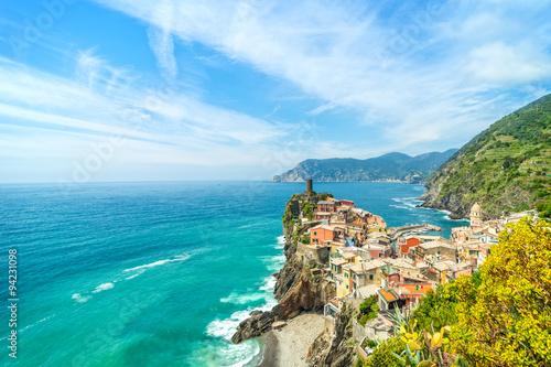 Zdjęcia na płótnie, fototapety na wymiar, obrazy na ścianę : Colorful town on the rocks Liguria Italy