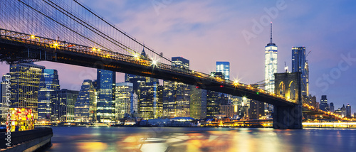 Foto op Aluminium New York Brooklyn Bridge at dusk