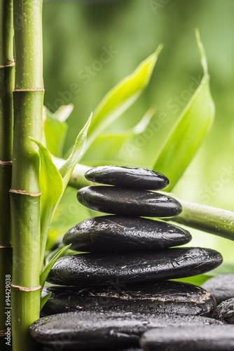 koncepcja-spa-z-zen-kamieni-bazaltowych-i-bambusa