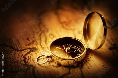 kompas-ze-starozytna-mapa