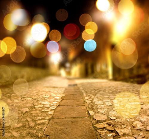 Fondo abstracto calle en la noche y luz de farolas. - 94601447