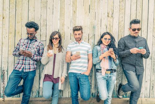 Znajomi SMS-y ze smartfonami