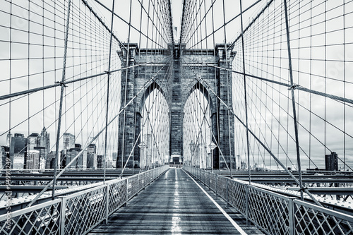 Fototapeta Black and white Brooklyn Bridge