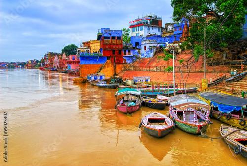 mata magnetyczna View of Varanasi on river Ganges, India
