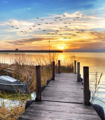 embarcadero en el lago © kesipun