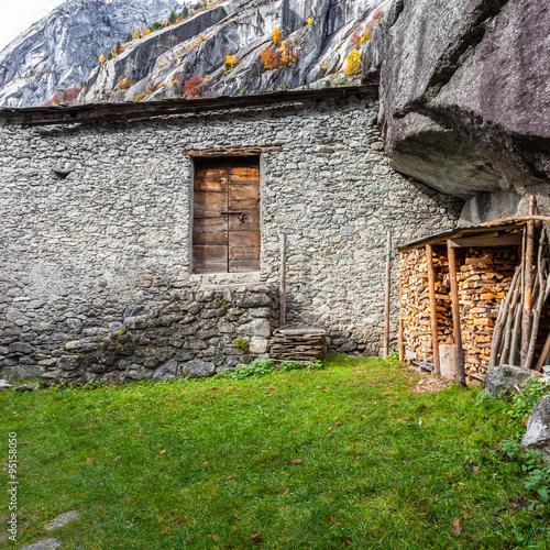 Poster Val di Mello - Val Masino (IT) - Antica casa rurale con legnaia