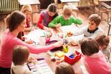 Children in elementary school on the workshop with their teacher - 95168032