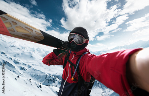 Poster Skier takes a Selfie