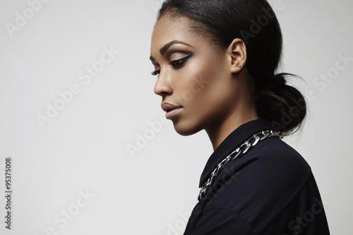 Profil portrait de beauté latine femme Poster