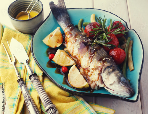 "Fish baked sea bass with lemon sauce"" Immagini e Fotografie Royalty ..."