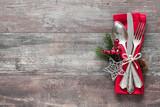 Fototapety Weihnachtsgedeck. Holz Hintergrund mit Besteck