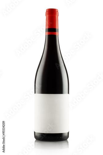 czerwone-wino-i-butelka-odizolowywajacy-na-bielu