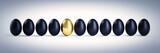 Fototapety Goldenes Ei in Reihe schwarzer Eier