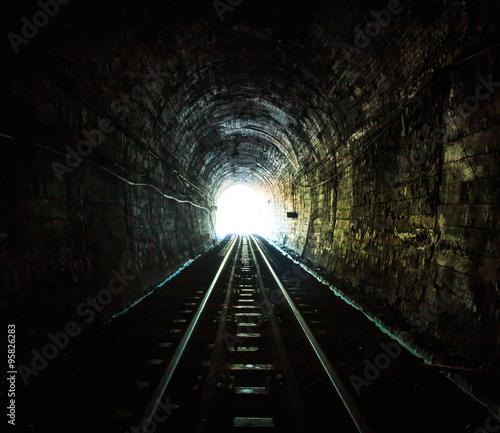 In de dag Railway tunnel