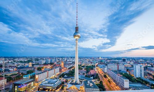 Foto op Aluminium Oude gebouw Berlin skyline with TV tower at twilight, Germany