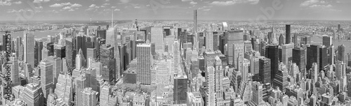 Black and white panoramic picture of Manhattan, NYC.