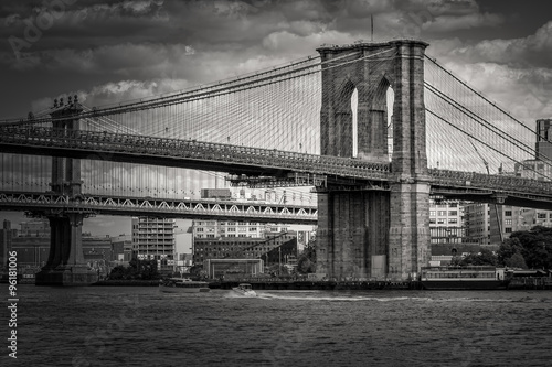 Black and white image of the Brooklyn Bridge in New York - 96181006