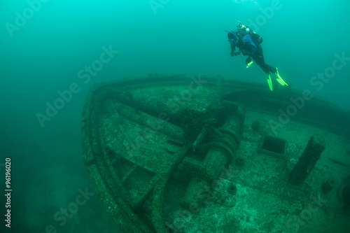 Papiers peints Naufrage Diver and Shipwreck in Lake Michigan