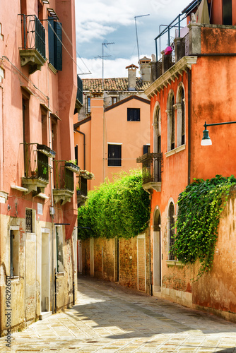 Fototapeta Facades of old houses on Calle Gradisca Cannaregio in Venice