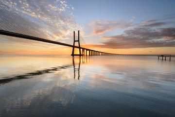 Fototapeta widok na most Vasco da Gama w Lizbonie