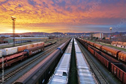 pociag-towarowy-przemysl-kolejowy-cargo