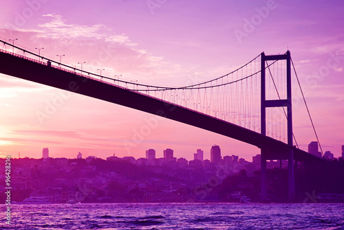 Foto op Canvas Candy roze Bosphorus Bridge in Istanbul at sunset.Turkey