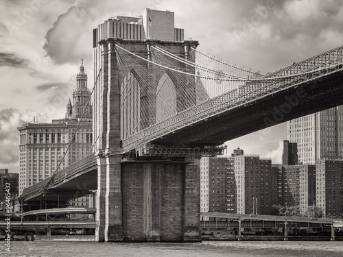 The Brooklyn Bridge and the lower Manhattan skyline in New York - 96465432