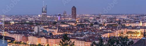 Eggplant Lyon, panorama nocturne de la ville
