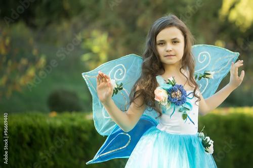 Foto op Plexiglas Draken Pretty girl in dress with wings