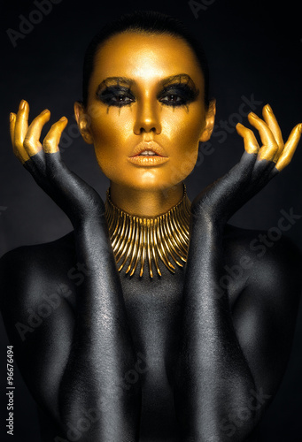 Obraz w ramie Beautiful woman portrait in gold and black colors