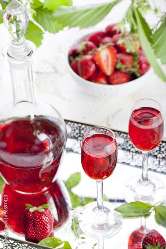 "Strawberry and basil homemade liquor "" photo libre de droits sur la ..."