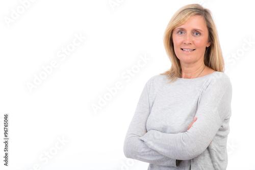 blonde frau hält die arme verschränkt Poster