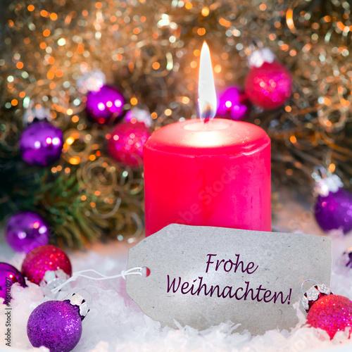 Fotobehang Pappschildchen mit Kerze und Christbaumkugeln, Weihnachtskarte
