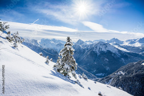 Soleil sur les pistes de ski des Alpes françaises Poster