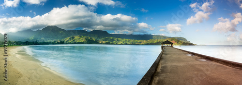 Keuken foto achterwand Panoramafoto s Widescreen panorama of Hanalei Bay and Pier on Kauai Hawaii