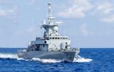 Kriegsschiff in Fahrt, horizontal - 97406238