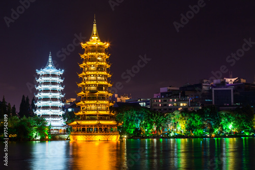 Staande foto Guilin Sun and Moon twin double pagodas and Shanhu lake in Guilin