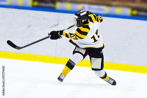 obraz PCV Ice hockey player - Slap shot