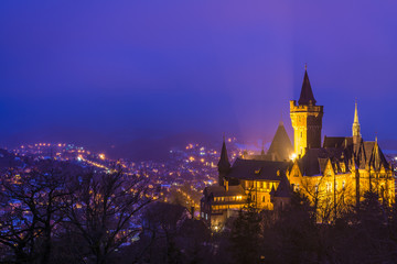 Zamek w Wernigerode na zimowy wieczór