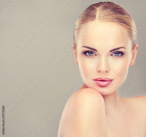 Poster Beautiful Young Woman with Clean Fresh Skin close up