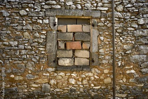 Fen tre mur e parpaing brique plak t obraz na ze for Fenetre 90x60