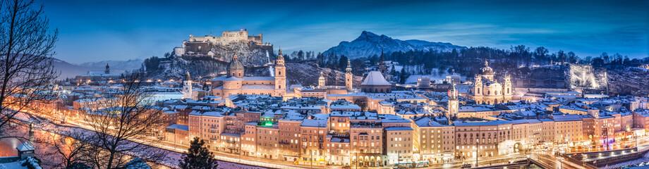 Salzburg zimowa panorama w czasie świąt Bożego Narodzenia, Austria