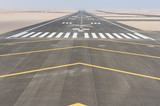 Widok z lotu ptaka pasa startowego lotniska
