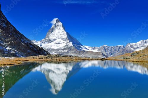 Poster スイス リッフェル湖と逆さマッターホルン