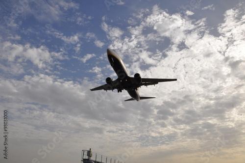 Poster Eine Boeing 737 im Landeanflug auf den Aeroporto Lanzarote