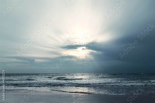 Stunning ocean with cloudy sky - 98175276