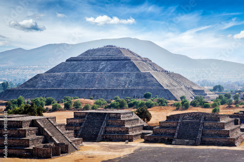 panorama-piramidy-teotihuacan