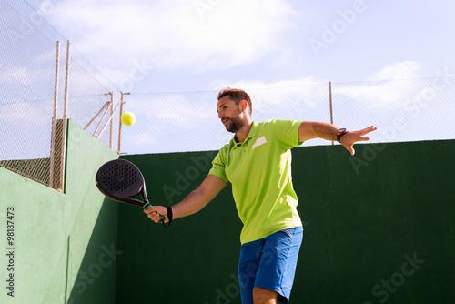 Poster Jouer au tennis à Madrid