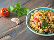 Couscous mit Tomaten und Basilikum - 98355649